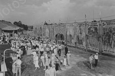 Circus Sideshow Tent Entrance 1930s 4x6 Photo Here is a neat collectible of crowds in front of a Circus Sideshow Tent Entrance during the 1930s. This is an excellent reproduction of an old photo on qu