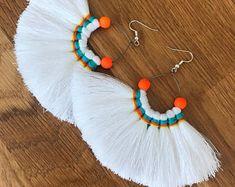 White and orange tassel fan earrings Accesories - Accesories jewelry - Accesories bag - Accesories i Diy Tassel Earrings, Tassel Earing, Fabric Earrings, Tassel Jewelry, Fabric Jewelry, Clay Earrings, Earrings Handmade, Beaded Jewelry, Handmade Jewelry