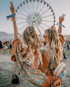 Coachella festival 2019 has begun. We're loving this look from a previous year. Outfit and hair goals. Coachella Festival, Coachella 2018, Music Festival Outfits, Boho Festival Fashion, Coachella Quotes, Festival Outfit 2018, Coachella Outfit Ideas, Coachella Pictures, Boho Fashion Indie