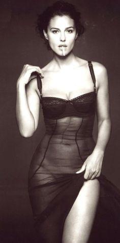 Monica Bellucci : With Dashing Cigarette style