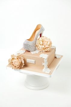Christian Louboutin Daffodile Pump By cyovero on CakeCentral.com...This is just unbelievable!!!!!!