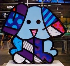SQUEAKI BULLDOG B razilian pop artist Romero Britto is known for hi use of vibrant colors and bold patterns that are a visual languag...