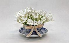 Arreglos florales en tazas. Inspiración romántica para tu casa