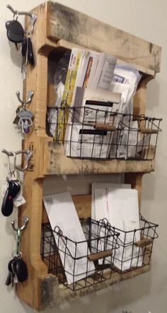 19 Diy Key Holder Ideas, The Most Adorable Ideas (Diy Storage Dorm) Pallet Crafts, Diy Pallet Projects, Furniture Projects, Wood Projects, Diy Furniture, Pallet Ideas, Diy Storage, Cool Diy, Wood Pallets