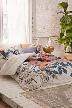 I love this floral duvet. Back to school - Dorm room essentials. Everything you need to personalize your small space and make it uniquely yours