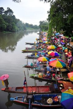 The Best Travel Photos - Collection of awesome travel photos. This one is of the floating market in Bangkok, Thailand. Laos, Oh The Places You'll Go, Places To Travel, Travel Destinations, Travel Stuff, Chiang Mai, We Are The World, Wonders Of The World, Brunei