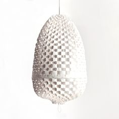 Deze lamp geeft mooi zacht licht en kan toegepast worden als sfeerverlichting boven een tafel, bij de bank of als basisverlichting in een hal.