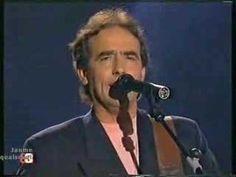 Joan Manuel Serrat - Tu nombre me sabe a hierba