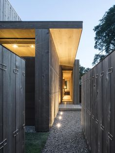 Elizabeth II, a home in Amagansett, New York designed by Bates + Masi Architects Innovative Architecture, Sustainable Architecture, Residential Architecture, Environmental Architecture, Architecture Design, Wood Cladding Exterior, Wood Siding, Exterior Siding, Wood Paneling