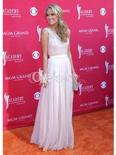 Beautiful Carrie Underwood with perfect hair for a one shouldered dress