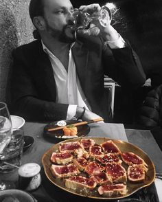 #maquantomangi #youknow #howtomake #me #happy #sushi #salmone #sgombro #gambero #branzino #tonno #tfl #TFLers #TagsForLikes #milan #igers #tataki #tobiko #myman #mylove #chefigo #elegant #men #picoftheday #picstitch by hypnic__jerk