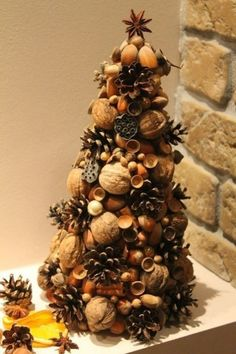 Handmade Christmas Crafts, Christmas Tree Crafts, Homemade Christmas, Holiday Crafts, Christmas Tree Design, Christmas Mood, Natural Christmas, Simple Christmas, Acorn Crafts