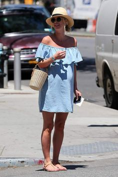 Celebrity Street Style of the Week: Alessandra Ambrosio, Olivia Palermo, & Nicky Hilton Summer Maternity Fashion, Cute Maternity Outfits, Stylish Maternity, Pregnancy Outfits, Mom Outfits, Maternity Wear, Bump Style, Look Street Style, Pregnancy Looks