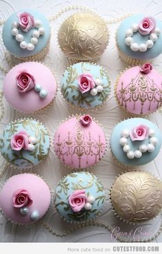 Great idea to have these cupcakes instead of a huge wedding cake!!