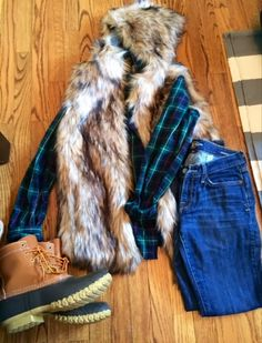 I want to whole outfit. Fur vest, green/blue flannel, and the beaaan booooots