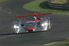 Tom Kristensen im Audi R8 auf der Rennstrecke von Le Mans 2000 (Foto: Audi)