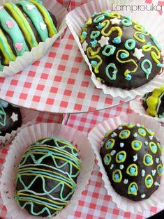 Σοκολατένια αυγά κεκάκια!   Lamprouka Sugar, Cookies, Desserts, Food, Crack Crackers, Tailgate Desserts, Deserts, Biscuits, Essen