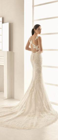 gefunden bei HAPPY BRAUTMODEN         Brautkleid Hochzeitskleid edel elegant romantisch spanisch Rosa Clara RosaClara fließender Rock Spitze tiefer Rücken