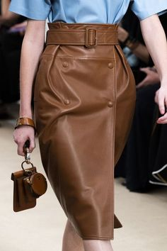 Tod'S at Milan Fashion Week Spring 2020 - Details Runway Photos Best Picture For Runway Fashion models For Your Taste You are looking for something, and it is going to tell you exactly what you are lo London Fashion Weeks, Milan Fashion Week 2018, Fashion 2020, Fashion News, Runway Fashion, Spring Fashion, Fashion Outfits, Womens Fashion, Fashion Trends