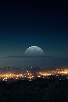 Find images and videos about beautiful, sky and night on We Heart It - the app to get lost in what you love. Beautiful Moon, Beautiful World, Beautiful Images, Beautiful Scenery, Ligne D Horizon, Shoot The Moon, Moon Pictures, Random Pictures, Nature Pictures