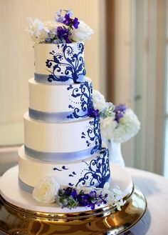 To see more stunning wedding cakes: http://www.modwedding.com/2014/11/17/spoil-guests-incredible-wedding-cakes/  #wedding #weddings #wedding_cake  Cake: Fluffy Thoughts