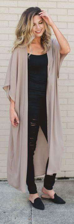 Kimono over black - 9 to 5 - fresh fashion trends - fall 2017 fashion - duster cardigan Work Fashion, Fashion 2017, Womens Fashion, Fashion Black, Workwear Fashion, Petite Fashion, Curvy Fashion, Fashion Outfits, Fall Fashion Trends