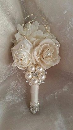 BOUTONNIERE – Ivory Satin Grooms Boutonniere, can be made in other colors and to match Bouquet BOUTONNIERE – Ivory Satin Grooms Boutonniere, kann in anderen Farben und passend zu Bouquet hergestellt werden Corsage And Boutonniere, Groom Boutonniere, Boutonnieres, Bullet Boutonniere, Wedding Brooch Bouquets, Corsage Wedding, Broschen Bouquets, Wedding Flowers, Wedding Day