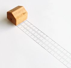bibidebabideboo:    能登デザイン室: わく (密買東京|田んぼのマス目から)  コロコロ転がすと作文用紙みたいな枠が描かれます。