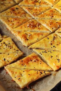 Cheese & beer crackers - recipe in Romanian Appetizer Recipes, Dessert Recipes, Desserts, Baby Food Recipes, Cooking Recipes, Cooking Bread, Good Food, Yummy Food, Romanian Food