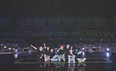 (SCAN) love yourself in seoul 💜 © guwoljk Namjoon, Hoseok, Taehyung, Seokjin, K Pop, Bts Wallpaper Desktop, Bts Laptop Wallpaper, Wallpapers, Macbook Wallpaper