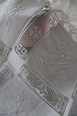 Satin work embroidery with filet drawn work - Lovely Hardanger Embroidery, White Embroidery, Cross Stitch Embroidery, Embroidery Patterns, Hand Embroidery, Filet Crochet, Antique Lace, Vintage Lace, Drawn Thread