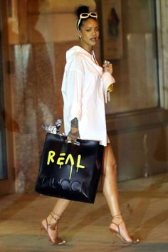 Who Rihanna What A Statement Bag Why Nothing says cool and comfortable quite like a shirt dresswhich Rihanna pairs with standout trends the cat eye sunglass and Guccis standout Fall runway bag Get the look now Gucci bag price upon request guccicom Rihanna Outfits, Kendall Jenner Outfits, Estilo Rihanna, Rihanna Mode, Rihanna Fenty, It Bag, Nyc, Street Style Rihanna, Street Chic
