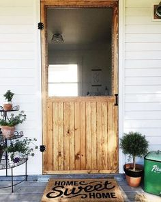 24 Awesome DIY Screen Door Ideas to Build New or Upcycle the Old 24 different ways to build yourself a new screen door or upcycle an old one. Great DIY screen door ideas to inspire your creativity. The Doors, Wood Doors, Front Doors, Panel Doors, Porte Diy, Diy Screen Door, Wooden Screen, Rustic Home Interiors, Home Projects
