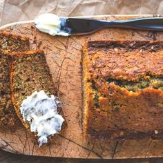Koolhydraatarm courgettebrood | Gezond ontbijt | Makkelijk Afvallen Good Food, Yummy Food, Fodmap, Banana Bread, Low Carb, Tasty, Healthy Recipes, Baking, Breakfast