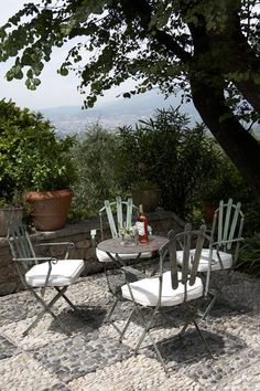 Villa in Provence find a shady tree and landscape around it