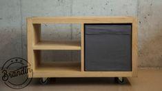 Vyrobený z masivního, pečlivě vybraného jasanového dřeva.  Jedná se o nadčasový kousek, který se hodí do jakéhokoliv interiéru. Je praktický – poličky můžete prohodit dle potřeby, a díky kolečkům se s ním příjemně manipuluje. Conference Table, Shelves, Home Decor, Shelving, Decoration Home, Room Decor, Shelving Units, Home Interior Design, Planks