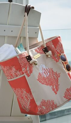 Artisan designed and beautifully crafted, our Coral printed tote bag is a chic beach carryall