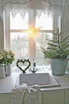 I think a lot of us love Scandinavian style decorating but I think it is especially beautiful for Christmas. vibeke design It's. Swedish Christmas, Shabby Chic Christmas, Christmas Kitchen, Noel Christmas, Scandinavian Christmas, Country Christmas, Simple Christmas, Winter Christmas, Christmas Photos