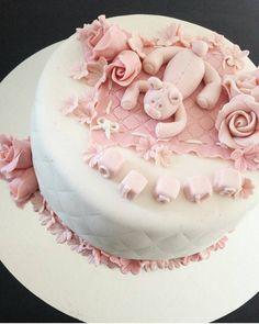 Nydelig kake laget av vakre @kajagun #cake #kake #pink #rosa #inspirasjon #delikat #jente #detlilleekstra #dinbabyshower #nettbutikk #babyshower #dåp #navnefest www.dinbabyshower.no