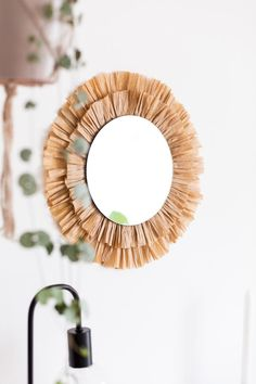 home accents pieces This DIY Raffia Mirror Is the Perfect Accent Piece for Any Room Diy Wall Decor, Diy Home Decor, Raffia Crafts, Spiegel Design, Diy Mirror, Wicker Mirror, Sunburst Mirror, Mirror Glass, Wall Mirrors