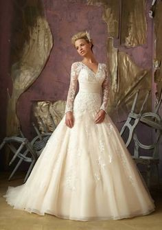French Lace Vintage Wedding Dresses With Long Sleeves
