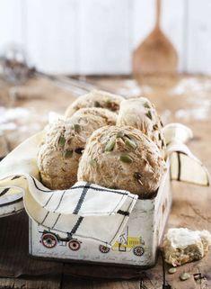 När du väl provat dessa saftiga bröd och upptäckt hur enkelt det är att skämma bort sig själv med nybakat bröd på morgonen, kommer du förmodligen aldrig att sluta.