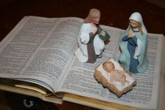 A great Nativity Scene Display Idea :: Turn to the Christmas Story in the pages of The Bible!