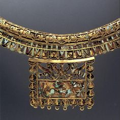 detail of achaemenid NECKLACE