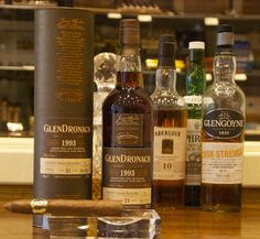 The rare and superb Glendronach 21yo is recommended with Vegas Robaina Unicos. Walnut cake and dried fruit flavours in whisky match the aromatic espresso notes of the cigar. Simply superb.
