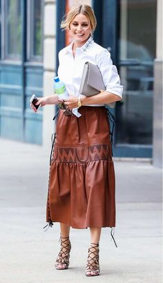 Ann Taylor Neck Embellished Blouse Olivia Palermo Rare and sold out! Olivia Palermo Ann Taylor Tops Button Down Shirts Style Olivia Palermo, Olivia Palermo Lookbook, Ärmelloser Mantel, Brown Leather Skirt, Leather Skirts, Leather Belts, Leather Clutch, Parisienne Chic, Street Style