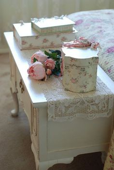 shabby chic bedroom decor - decor decor ideas room decorating before and after designs bathroom design Romantic Shabby Chic, Cottage Shabby Chic, Shabby Chic Vintage, Shabby Chic Bedrooms, Rose Cottage, Shabby Chic Homes, Romantic Cottage, Cottage Style, Bedroom Modern