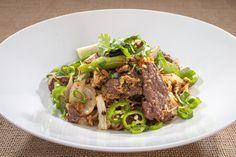 It's impossible to imagine thai cuisine without drunken noodles! Give it a go – despite its spiciness! 90s Design, Drunken Noodles, Urban Kitchen, Work Pictures, Food Preparation, No Cook Meals, Asian Recipes, Kitchen Remodel, Side Dishes