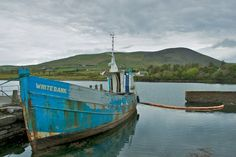 Shabby Look in Irland (#ireland #harbour #boat #shabby): http://jaettipussi.de/blogs/blende8/shabby-look-in-irland/