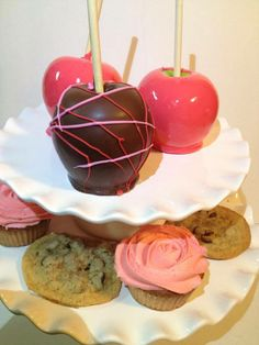 Candy apples, cookies and cupcakes. #candyapple #chocolate #cookies #cupcake